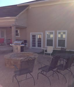 Large Upscale 3-Plex Extended Stay #1 Loft Villa. - Early