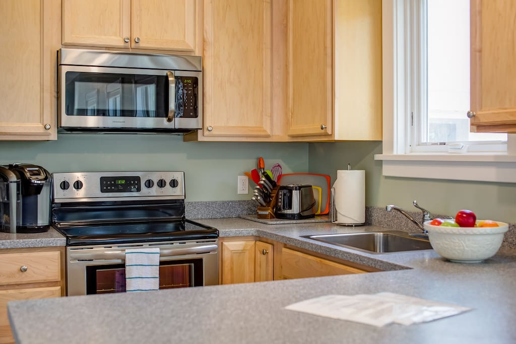 Large counter top space for preparing meals.