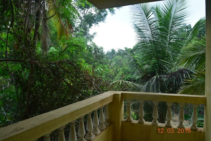 Room in peaceful village near beach - Colva - Rumah
