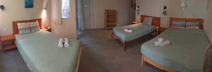 Mancora beach suite 4 personas con Tv .Geko hostal