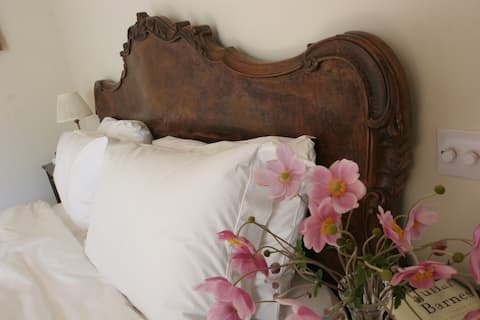 Beautiful bedroom in lovely converted open barn