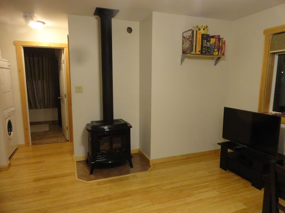 Gas fire place and TV in livingroom