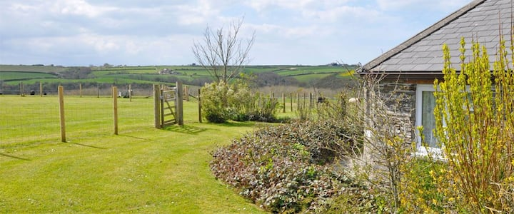 ♥️♥️ Romantic cottage near Padstow for two with hot tub/open fire♥️♥️