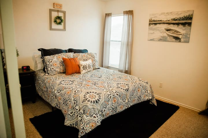 Bright and Cozy- 2 bedroom shared living space