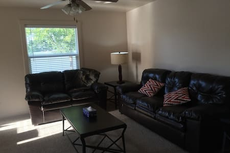 Comfortable Meridian Home With Room to Relax - Meridian
