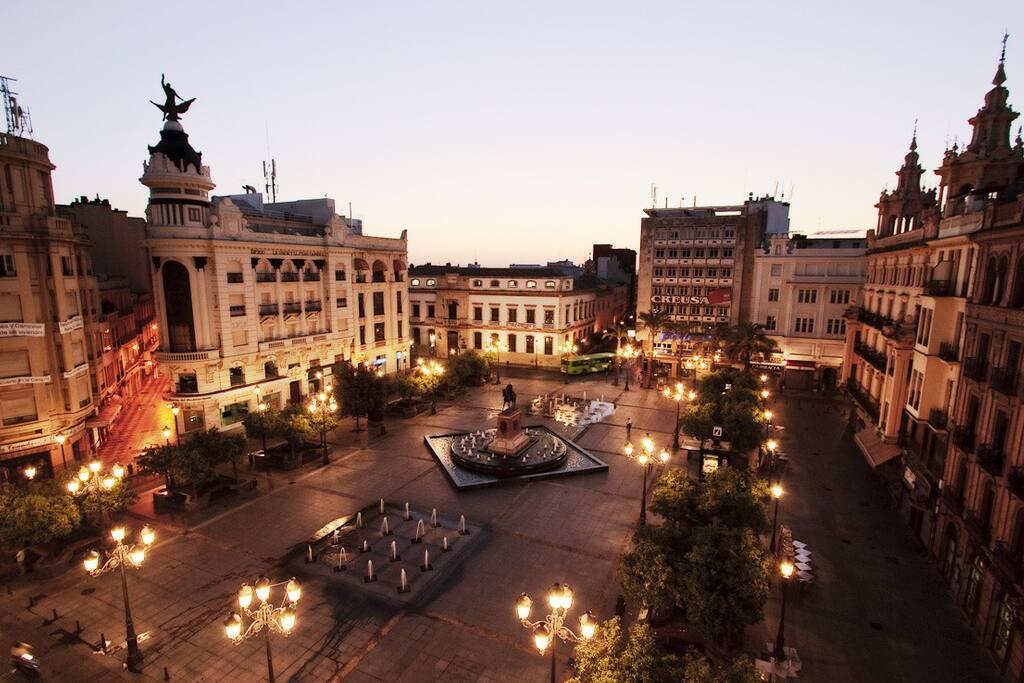 Plaza de las Tendillas (50 m desde apartamento)