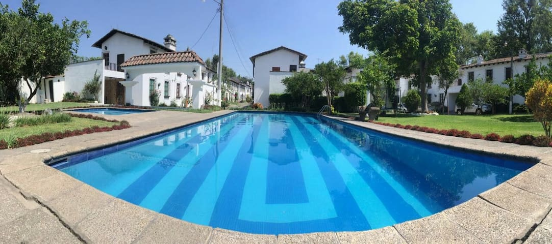 Great Location, Pool & Terrace - Ensuite Double Rm - Antigua Guatemala - Casa