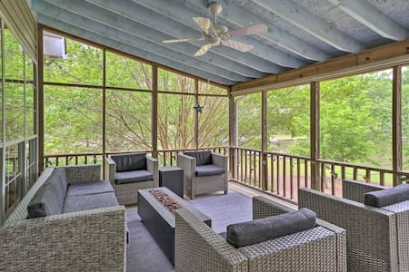 NEW! Lakefront House with Private Dock + Fire Pit!