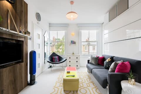 Designer Studio Flat with Roof Terrace Close to River Thames