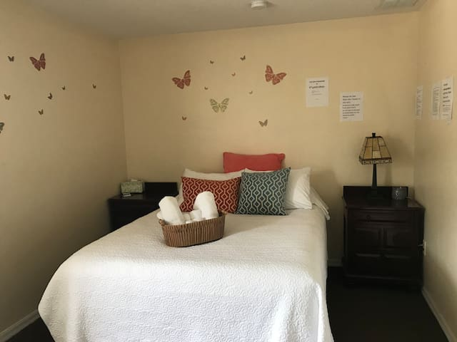 1 bedroom near FL Mall, MCO airport &more