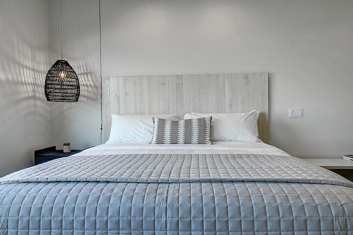 Lively Beach Studio King Bed