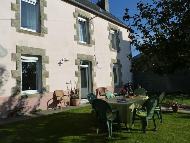 maison individuelle rénovée avec jardin clos - Plonéour-Lanvern