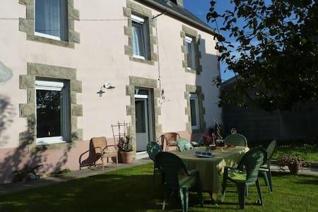 maison individuelle rénovée avec jardin clos - Plonéour-Lanvern - Rumah