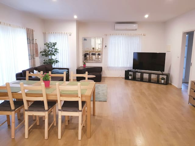 Large Hampton Home - FAST Unlimited WiFi&CableTV!