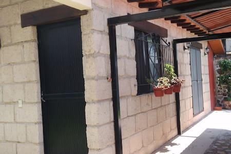 Bungalow céntrico estilo mexicano.