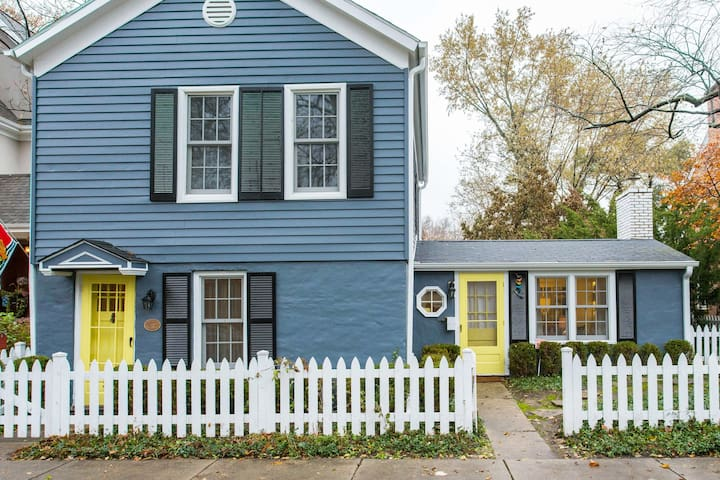 Charming Historic Cottage House near Northwestern University