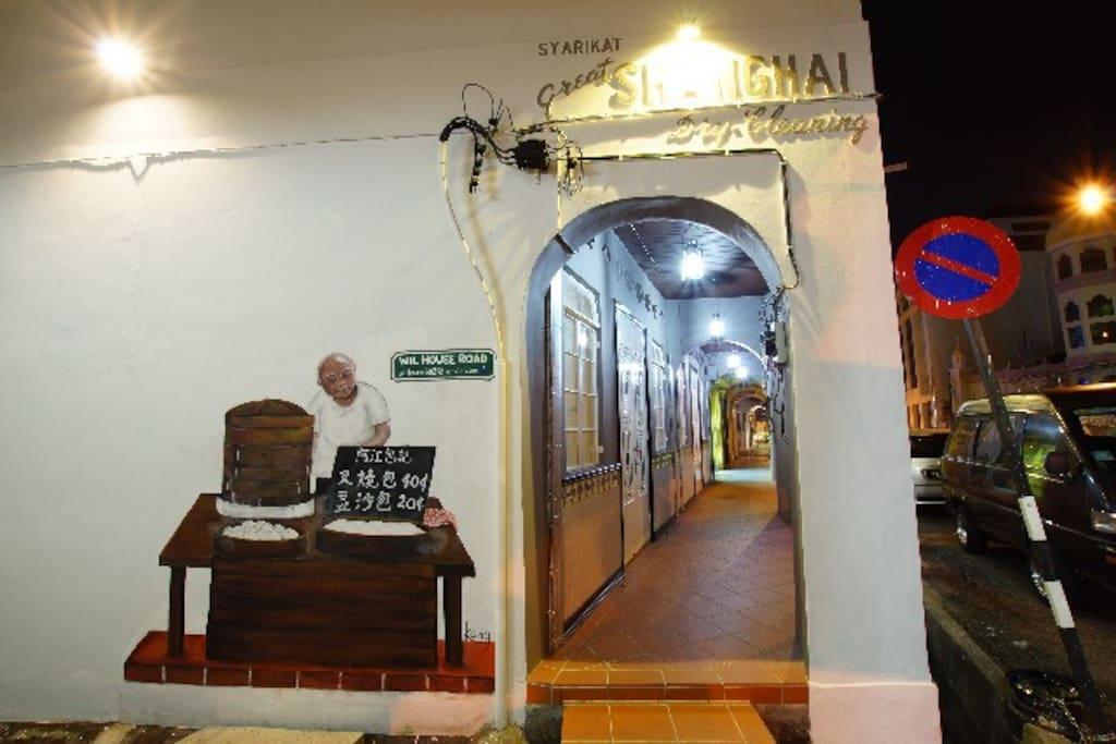 Exterior ~Pau Seller Mural