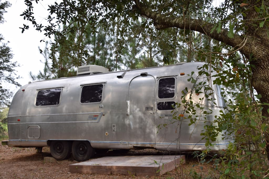 vintage airstream lakeside camping cars caravanes. Black Bedroom Furniture Sets. Home Design Ideas