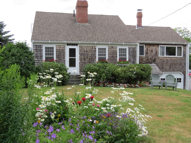 The Tides is a classic New England cape cod style cottage!