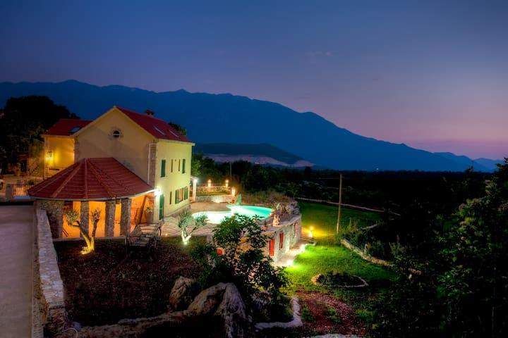 Villa for 12 - Dalmatian Hinterland - Grabovac - Villa
