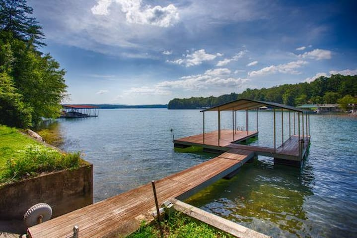 Lakeside Retreat sleeps up to 15 with private dock