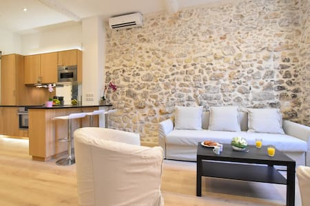 Charming 2bedroom heart of Old Antibes 2min beach