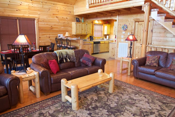 Panoramic Mtn Views and Movie Room in the Preserve - Sevierville - Cabin