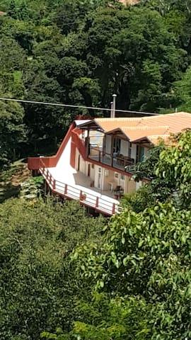 Recanto Flora - Pedra do Reino - São Bento do Sapucaí - Hytte