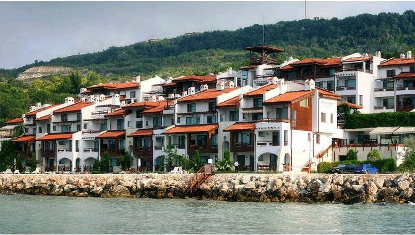 WHITE COAST   SPA LUX апартаменты на берегу моря