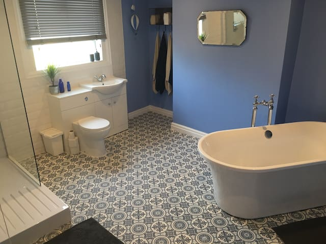 Private luxury bathroom that was fitted in October 2016 and is used exclusivly for my 2 air b and b rooms. Cosmetics for you to use, towels and lots of hot water awaits. This is on the top floor next to your room to freshen you up each morning!