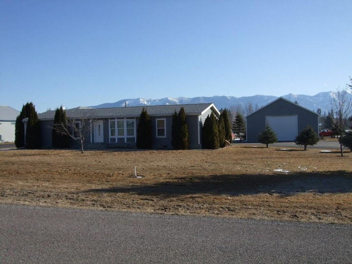 Taylor Trumble Creek Home..Great Central Location