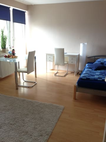 Komfortables, vollmöbl.Apartment - Sindelfingen - Apartament
