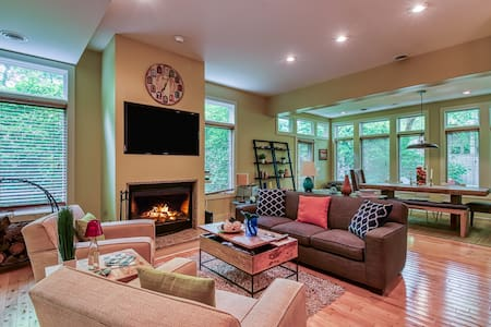 Pier 9 Getaway - Heated pool, fire pit, private grill!