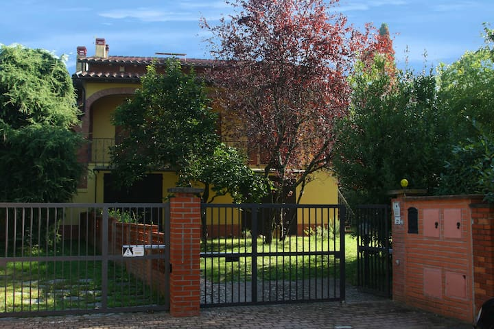 Villa Meucci, with wide private garden - Castelfranco Piandiscò - Villa