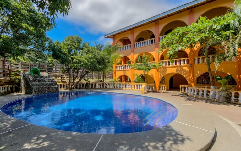 Double Economy Hotel Dos Lorena(Best Deal In Town) - Guanacaste Province - Cabaña