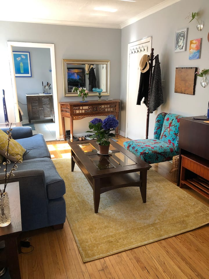 Unique & Cozy Two Bedroom in Upper Village
