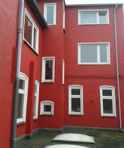 Rotes Haus in grau.. BUNTER Stadt am Meer - Husum - Timeshare