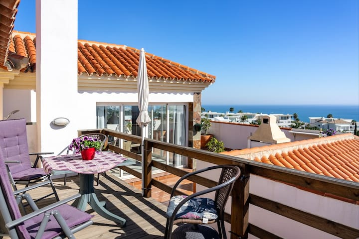 Magnificent Penthouse with skybar and best views