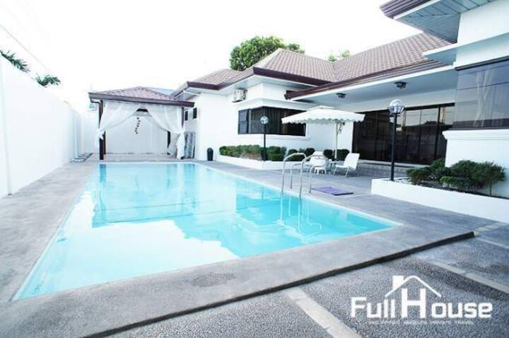 Modern Chic Pool Villa at Clark, Angeles