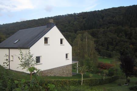Vakantiewoning - groot terras - zicht op de Semois - Bouillon