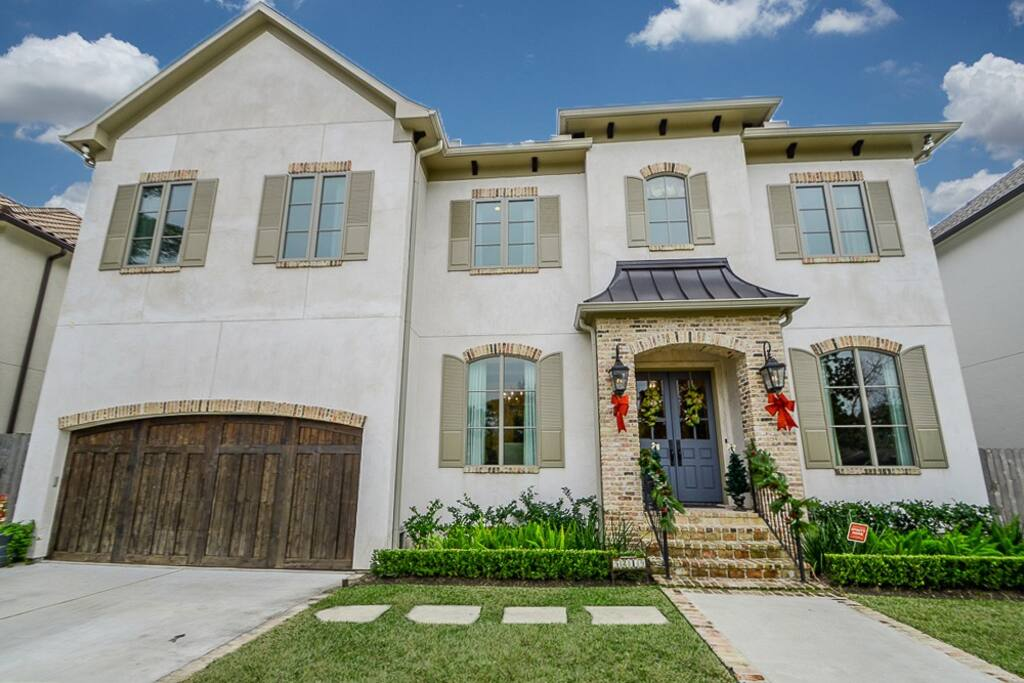 This custom-built home was honored to be in the 2014 Bellaire Showcase Home Show.