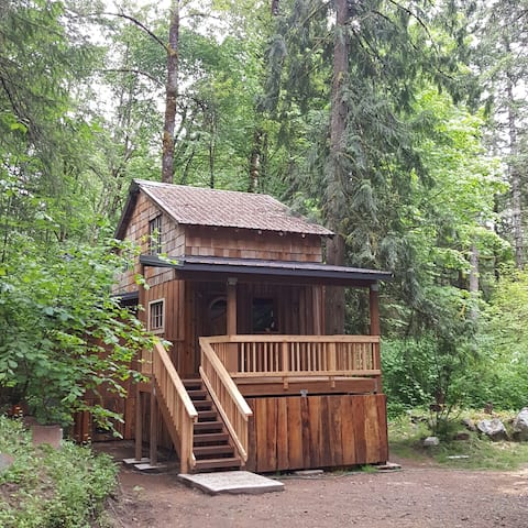 The Hide & Seek - vintage/modern cabin w/sauna 🧖♀️