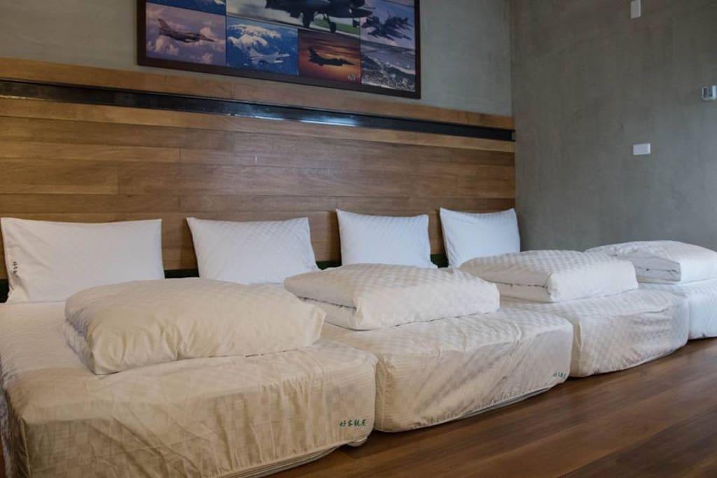四張單人床