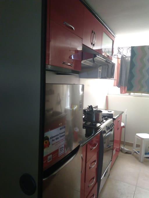 Cocina-lavadero acogedora con espacio para ubicación de más cosas