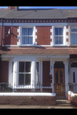 Large 4 bedroom Victorian house - Cardiff - Dom