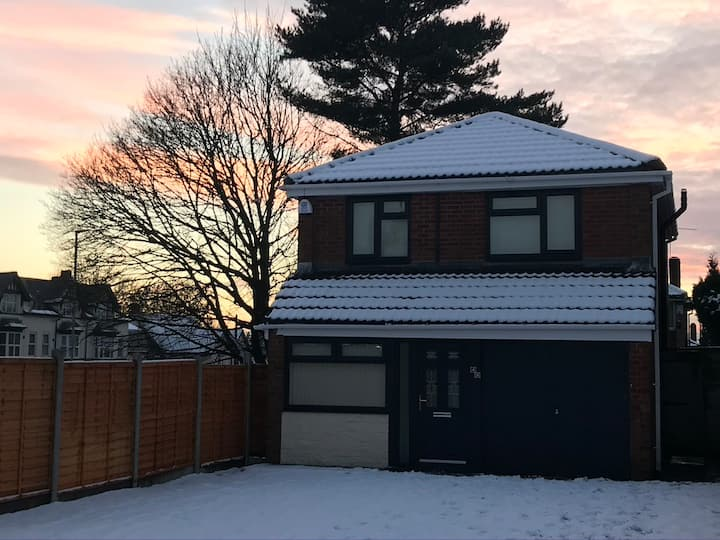 *Perfect for CONTRACTOR and KEY WORKERS * DUDLEY*