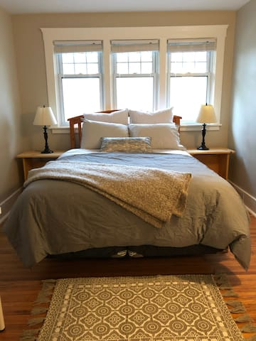 Cute and close to downtown- Room 2