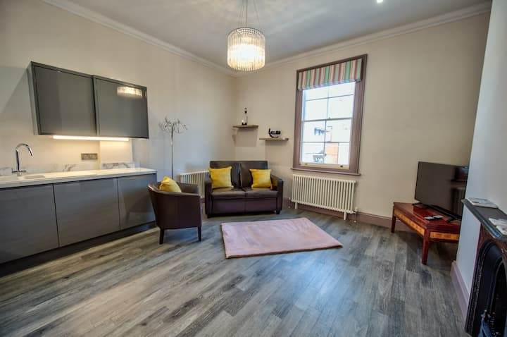 The Lincoln Apartments .......The Lindum