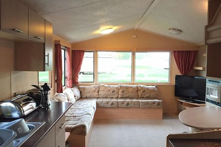 Modern Caravan at Tattershall Lakes Country Park - Tattershall
