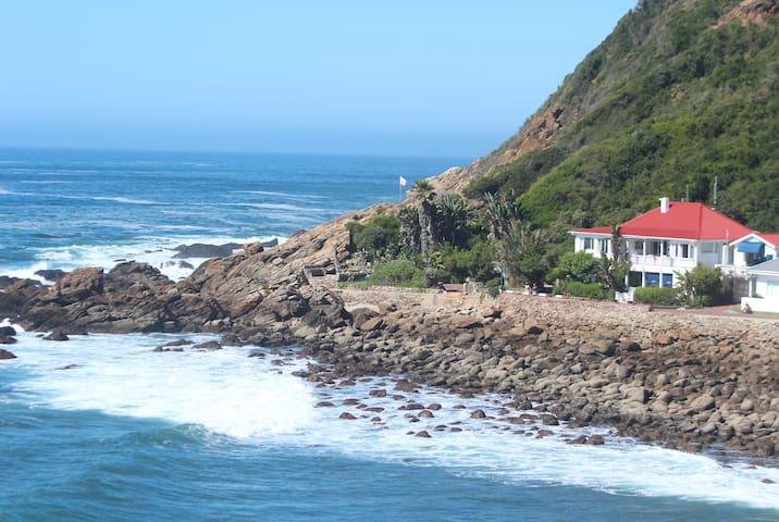 Oceans @ Lands End in Victoria Bay